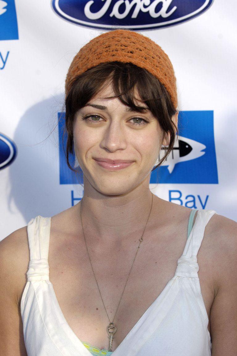 Lizzy Caplan Without Makeup