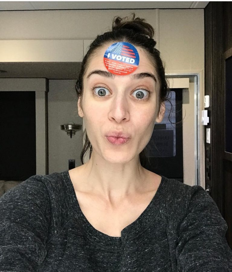 Lizzy Caplan Without Makeup Photo